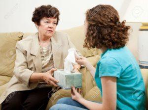 5127770-comprensi-n-terapeuta-entrega-de-un-cuadro-de-tejido-alterado-paciente-adolescente-foto-de-archivo